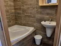 koupelny v přízemním apartmánu