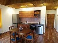 1.apartmán- jídelna, kuchyň a vchodové dveře - Bělčovice