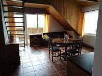 1.apartmán-jídelna s kuchyní a balkónem.Schody do podkrovního studia - Bělčovice