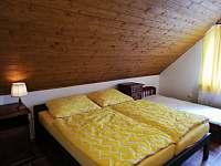 1.apartmán- ložnice, možnost přidání 4.postele - chalupa k pronajmutí Bělčovice