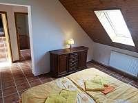 2.apartmán- ložnice, vchod do kuchyně a koupelny a východ z apartmánu - Bělčovice