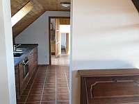 3.apartmán- kuchyň, chodba vedoucí k vchodovým dveřím od 3.apartmánu - chalupa k pronajmutí Bělčovice
