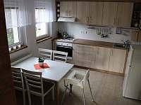 Kuchyně s jídelnou, dětská stolička - Buchlovice