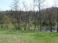 Chata za řekou