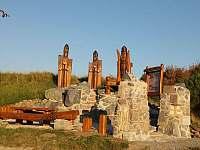 Posezení U tří Templářů( u mostu přes řeku Jihlavu, Biskoupky - Hrubšice)