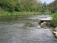 řeka pod chatou - koupání