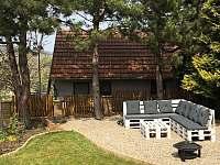Zahrada s posezením a pískovištěm pro děti - Bořetice
