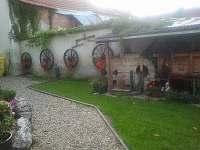 Přední dvorek - Horní Věstonice