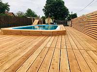 Slaný bazén pro hosty penzionu s terasou - Lukov u Znojma