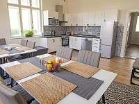 Kuchyně s jídelnou - vila ubytování Rajnochovice