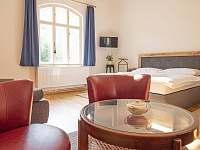 Ložnice v přízemí - pronájem vily Rajnochovice