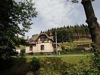 Pohled na vilu od potoku - vila ubytování Rajnochovice