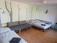 Ložnic / obýváček možnost pohovky nebo postele - apartmán k pronájmu Dolni Dunajovice