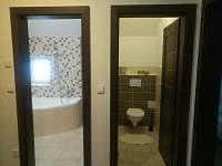 Koupelna s vanou - apartmán k pronajmutí Pavlov