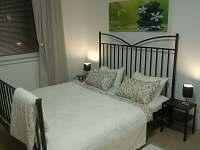 Velká manželská postel - apartmán ubytování Pavlov