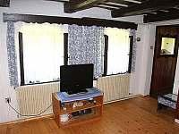 Obývací ložnice - chalupa k pronajmutí Šerkovice