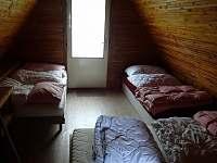 Větší z obou ložnic v patře - chata k pronajmutí Jedovnice