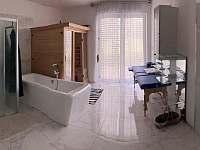 koupelna panoramaticky - pronájem chaty Provodov