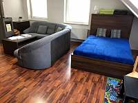 Ubytování Zlín - Apartmány Vlčková Ořechový apartmán obyvák - k pronajmutí