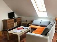 Ubytování Zlín - Javorový apartmán - sedačka - k pronajmutí Vlčková
