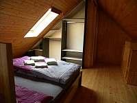 Ubytování Zlín - Ořechový apartmán ložnice