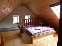 Ubytování Zlín - Ořechový apartmán ložnice v podkroví