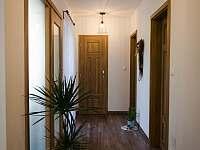 Vstupní hala - pronájem apartmánu Veverské Knínice