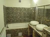 Neró - koupelna s vanou - apartmán k pronajmutí Pavlov