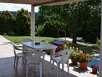 """APARTMÁN 1 """"ZAHRADNÍ""""-posezení na terase"""