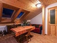 Soukromý podkrovní apartmán pro větší rodinu nebo partu přátel