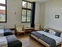 Čtyřlůžkový pokoj s koupelnou - ubytování Uherčice u Znojma