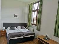 Dvoulůžkový pokoj s vlastní koupelnou - ubytování Uherčice u Znojma