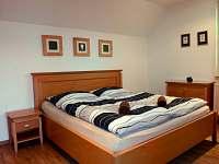 ložnice přízemí - chalupa k pronájmu Slušovice