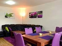 obývací prostory přízemí s jídelnou a klimatizací - chalupa ubytování Slušovice