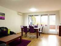 obývací prostory přízemí s klimatizací - chalupa k pronajmutí Slušovice