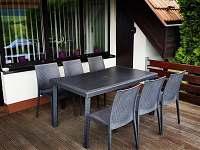 Venkovní terasa- průchod s obývacího pokoje-posezení kryté elektrickou markýzou - Slušovice