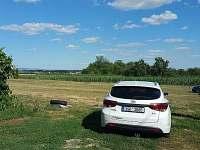 Parkování před chalupou