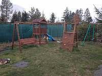 dětské hřiště s pískovištěm