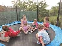 Děti na chalupě mají o zábavu postaráno a vy můžete odpočívat:-)