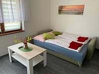 Apartmán 1 - obývací pokoj /pohovka/ - pronájem Hustopeče