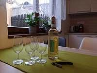 Apartmán 2 - kuchyně - k pronájmu Hustopeče