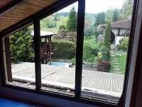 pohled z ložnice do zahrady pri vyměně oken