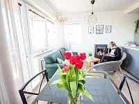Obývací místnost - pronájem chaty Břestek