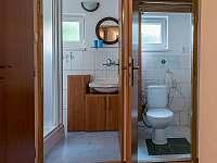 Koupelna, WC - roubenka k pronajmutí Radějov