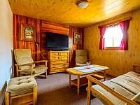 Obývací pokoj - roubenka k pronajmutí Radějov