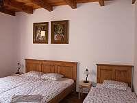 ložnice pro 4osoby - chalupa k pronájmu Hlohovec