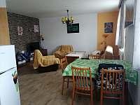 Obývací pokoj - chata k pronájmu Lančov