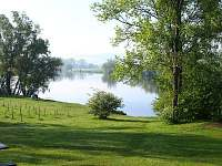 Pronájem chaty u rybníka, Hluk