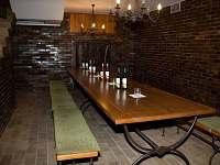 Společenská místnost pro degustace - spodní část sklepu - chata k pronajmutí Velké Bílovice