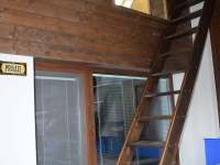 Žebříkové schody do dětské herny